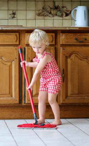 girl-mopping